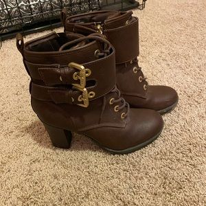 Size 8 Guess ankle Boots